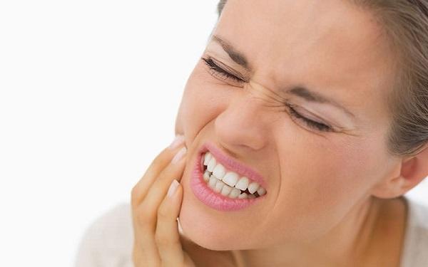 Răng sứ kém chất lượng sẽ mang đến nhiều hậu quả khôn lường