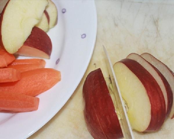 Ăn thức ăn giòn như táo và cà rốt