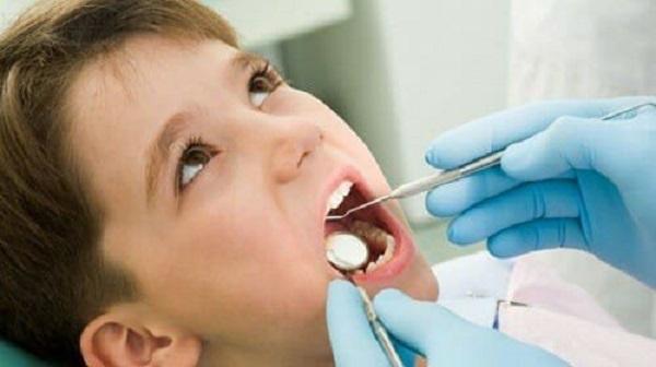 Khi nào nên khám răng cho bé?