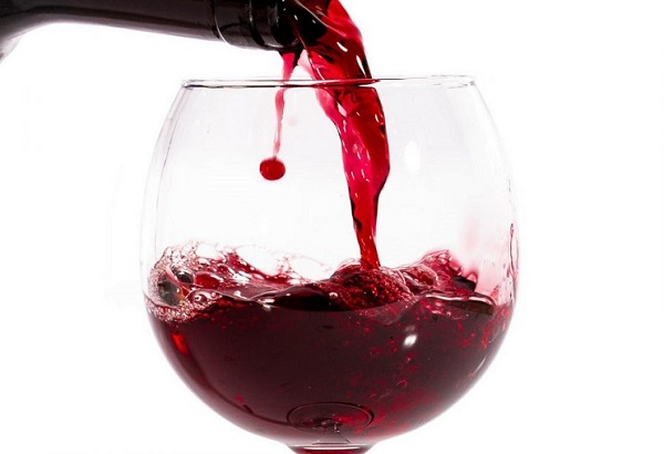 Rượu vang đỏ là tác nhân gây nhiễm màu ở răng
