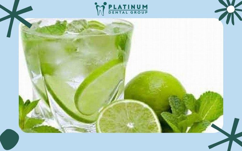 Tiếp xúc với các loại đồ uống nhiều axit như chanh khiến răng nhanh mòn hơn
