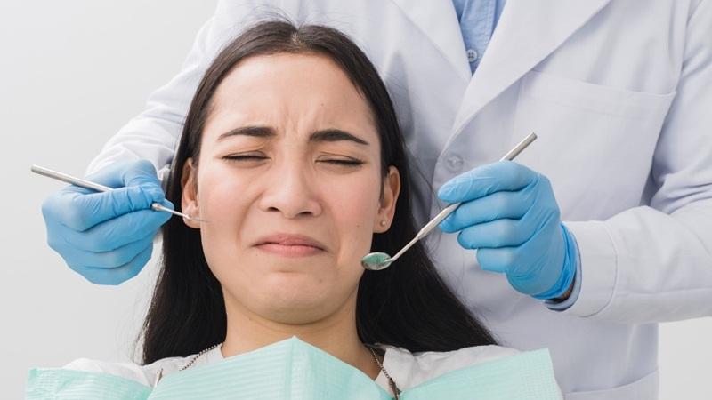 Nên đi đến nha sĩ thăm khám ngay khi có triệu chứng